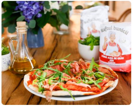 Image Pizza rapidă cu prosciutto și rucola