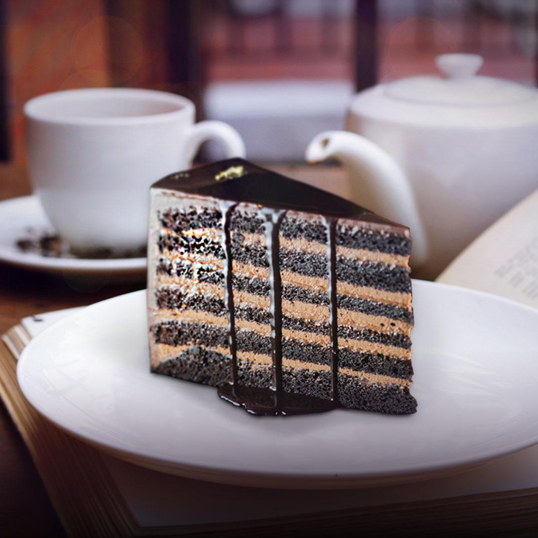 Image Tortul suprem pentru iubitorii de ciocolată: 12 straturi de blat pufos și cremă ganache