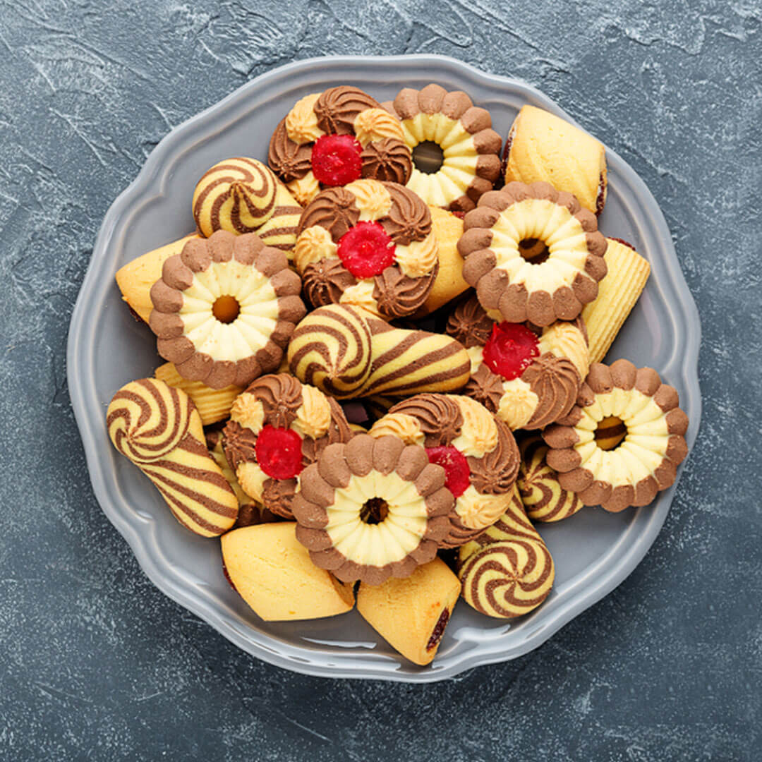 Image Mini-delicii pentru zile vesele: Fursecuri aromate, cu cireșe confiate