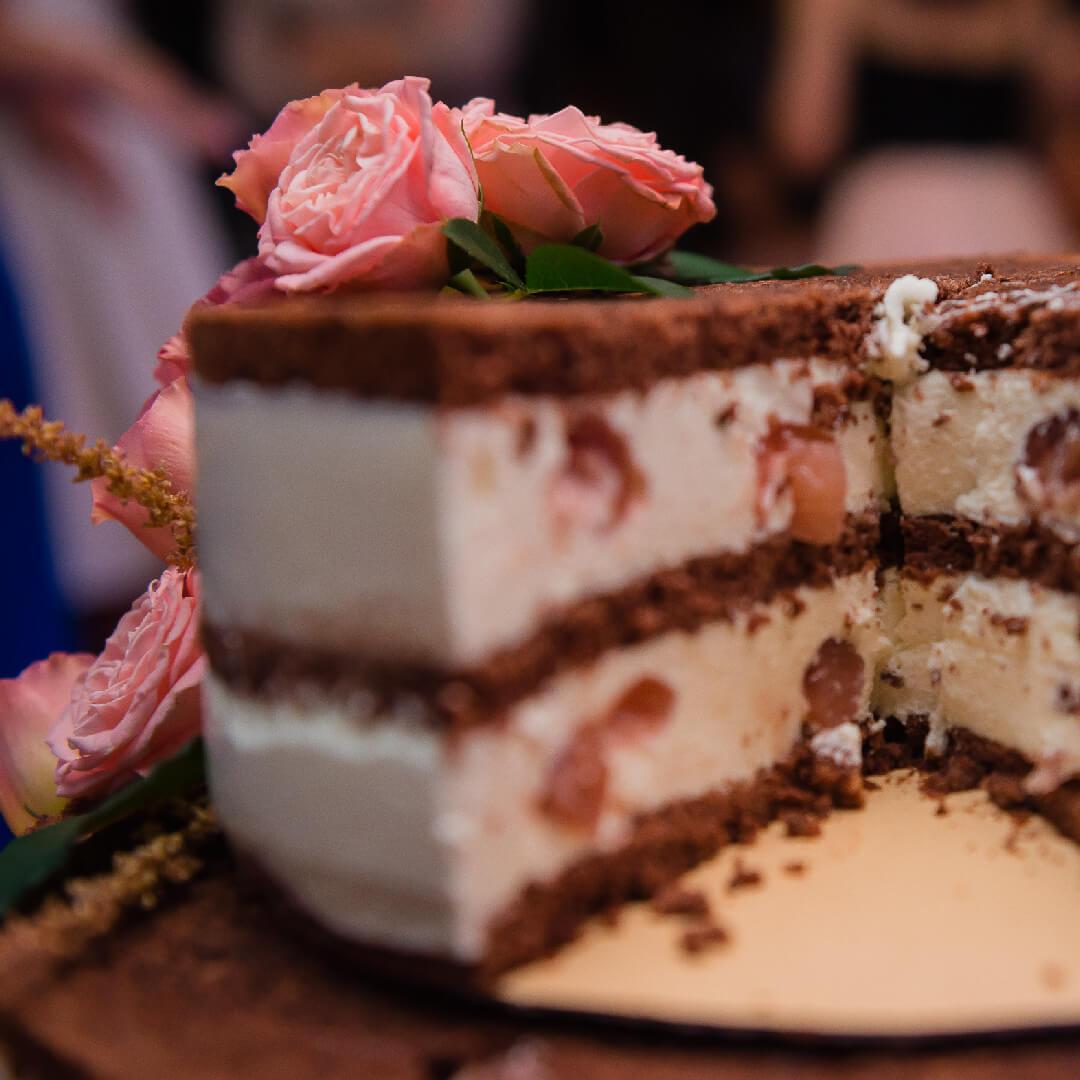 Image Prăjitură cu cremă de trandafiri