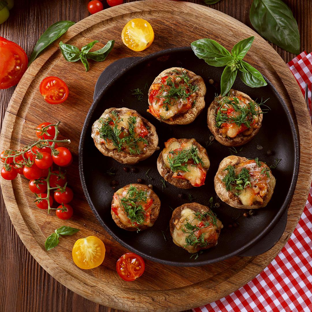 Image Ciuperci umplute cu mămăligă și sos pesto