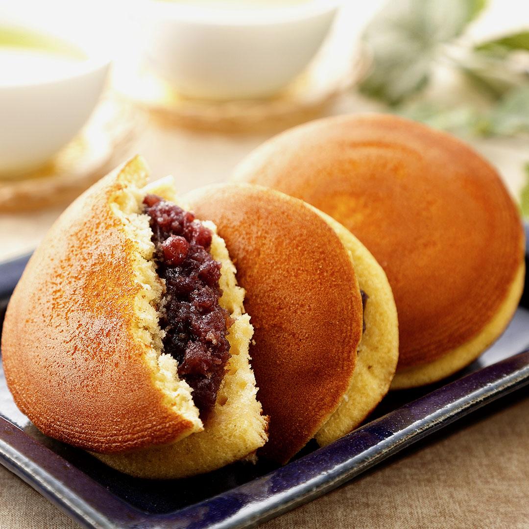 Image Dorayaki, clătite japoneze umplute cu pastă de fasole roșie