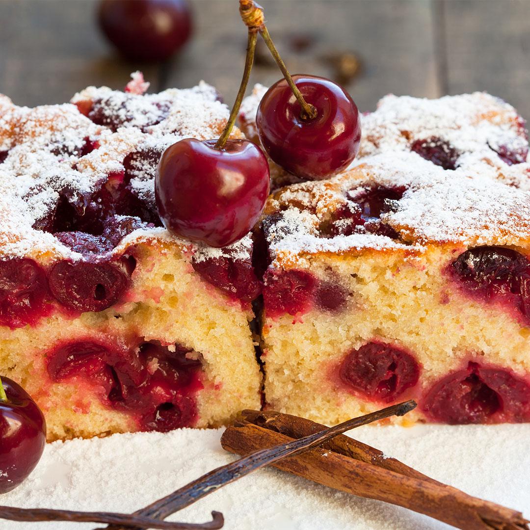 Image Prăjitură cu cireșe și vanilie