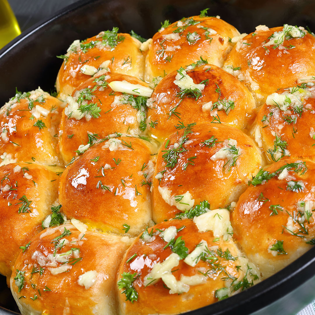 Image Pâinici de casă aromate cu usturoi, cașcaval și mix de verdețuri