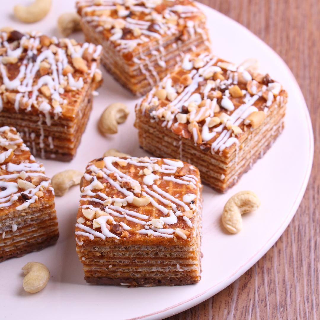 Image Prăjitură în foi de napolitane cu nuci și caramel