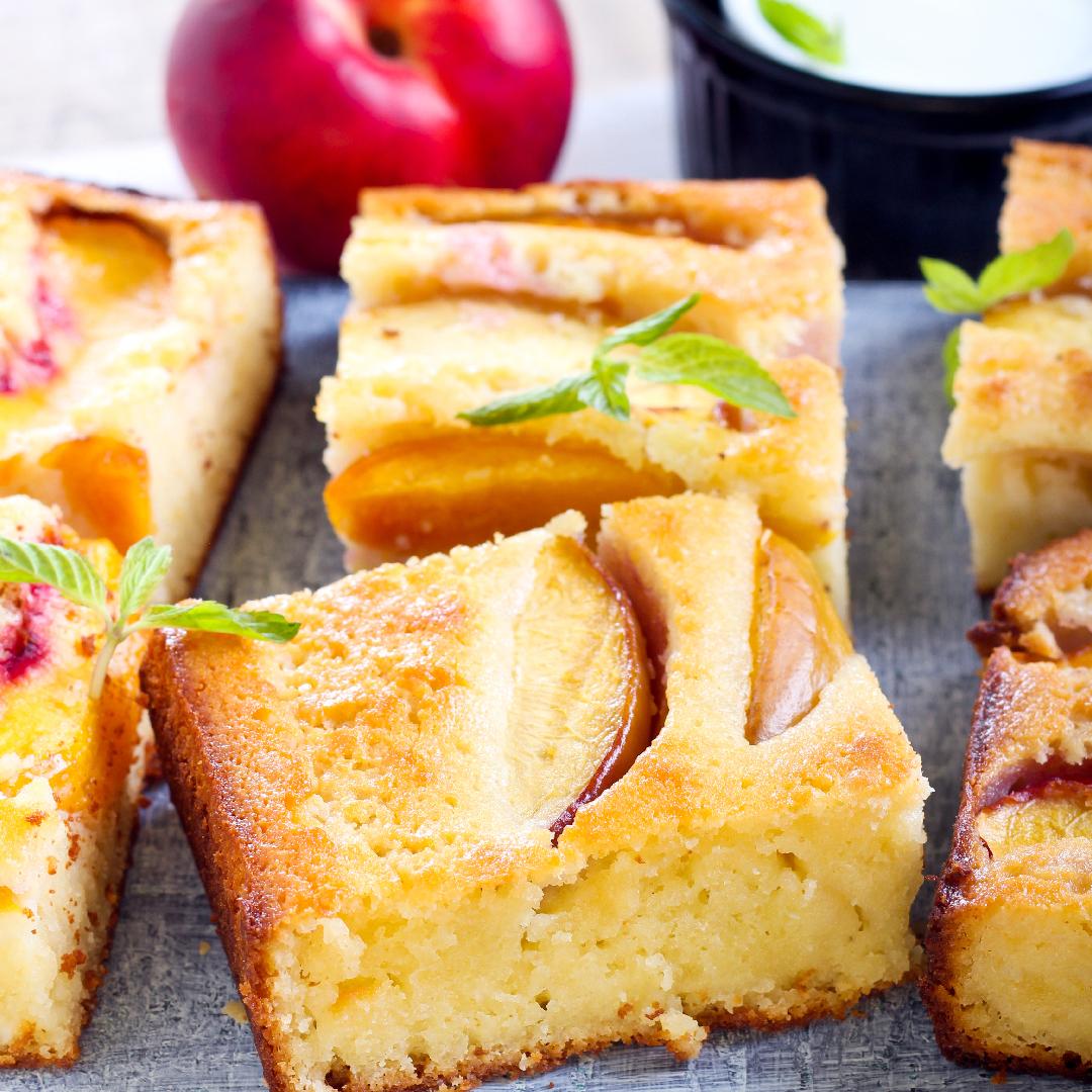 Image Prăjitură cu nectarine și blat de mămăligă