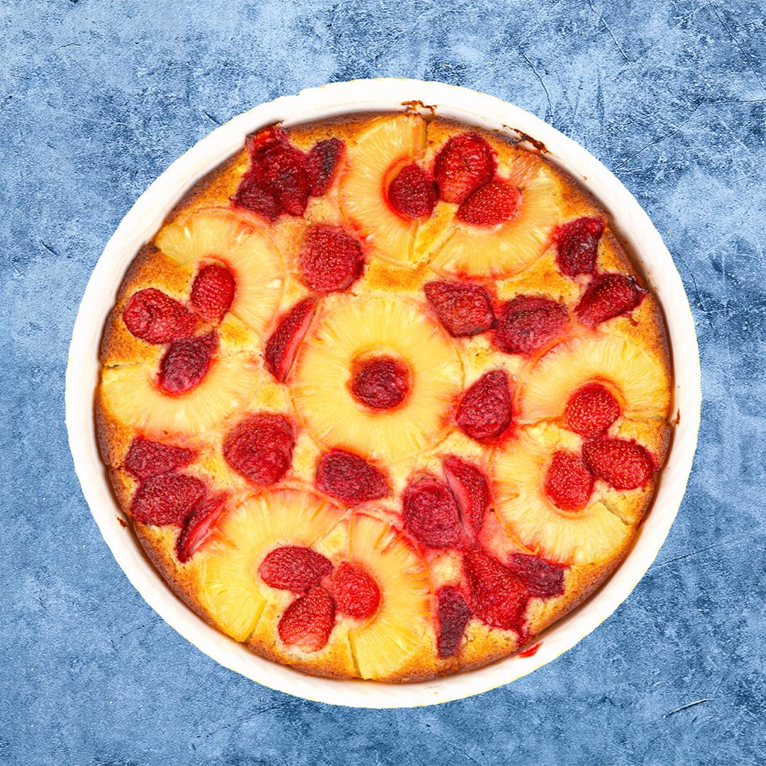 Image Budincă de griș cu iaurt, căpșune și ananas